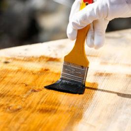 Sådan frisker du træbordpladerne op